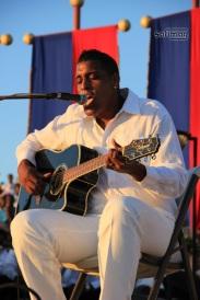 "Michael Benjamin performation sa chanson pour Haïti ""Ayiti se"""