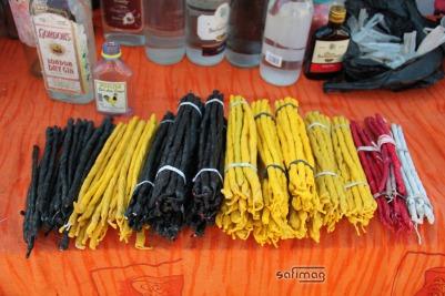 Bougies en vente au Cimetière